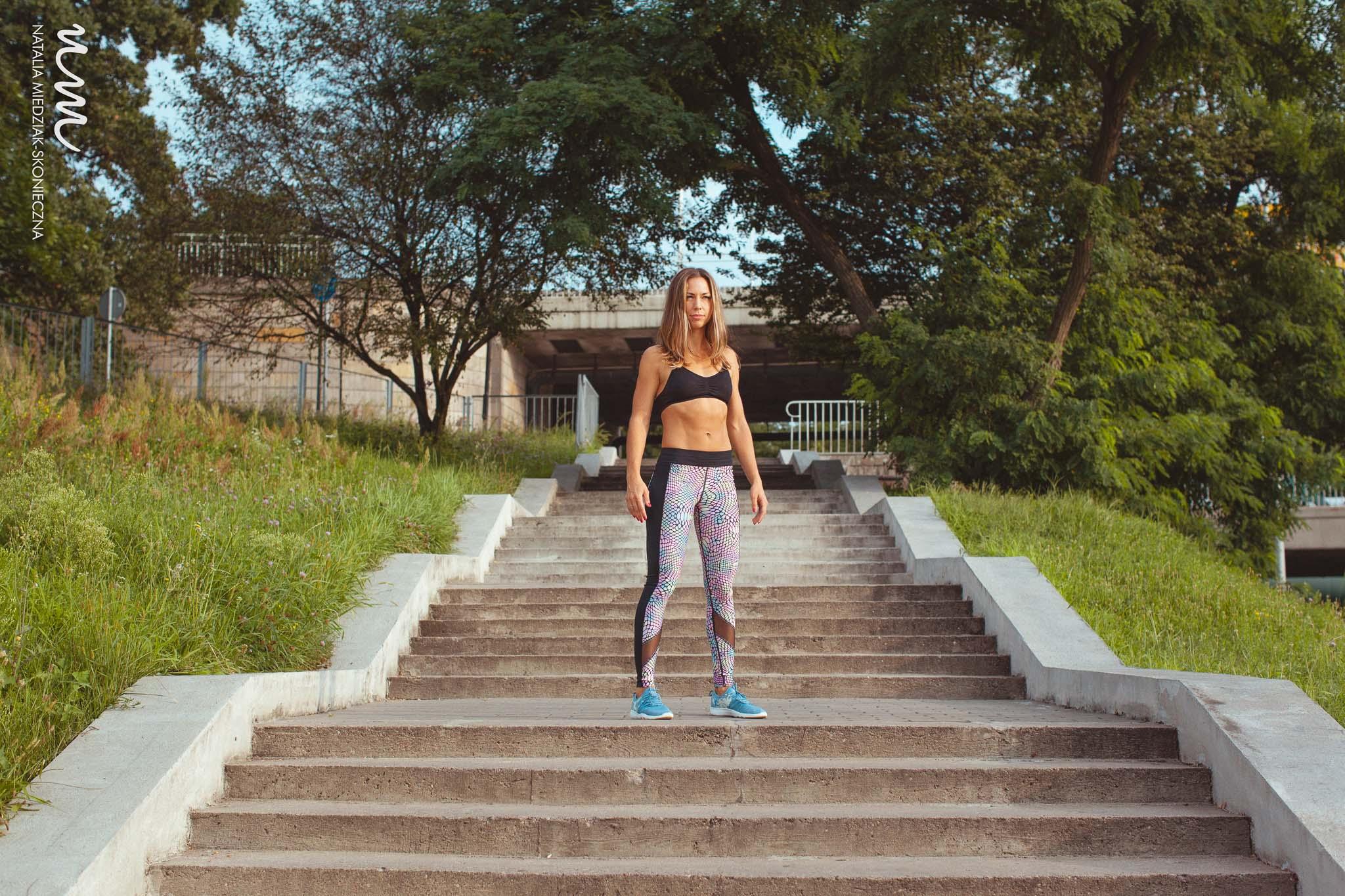 Jeśli zastanawiasz się, dlaczego ćwiczenia na pośladki nie działają, to znak, że powinnaś poprawić postawę ciała!