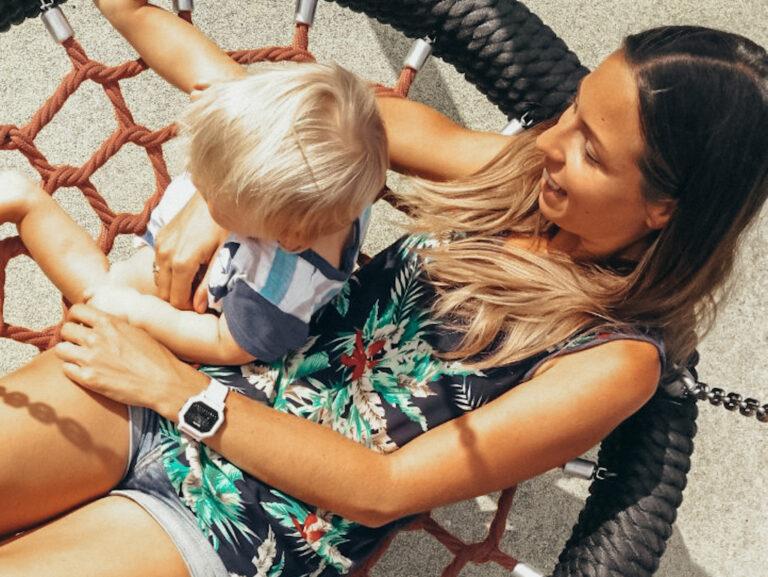 Jak zachować zdrowy kręgosłup będąc mamą? Poznaj najlepsze metody!