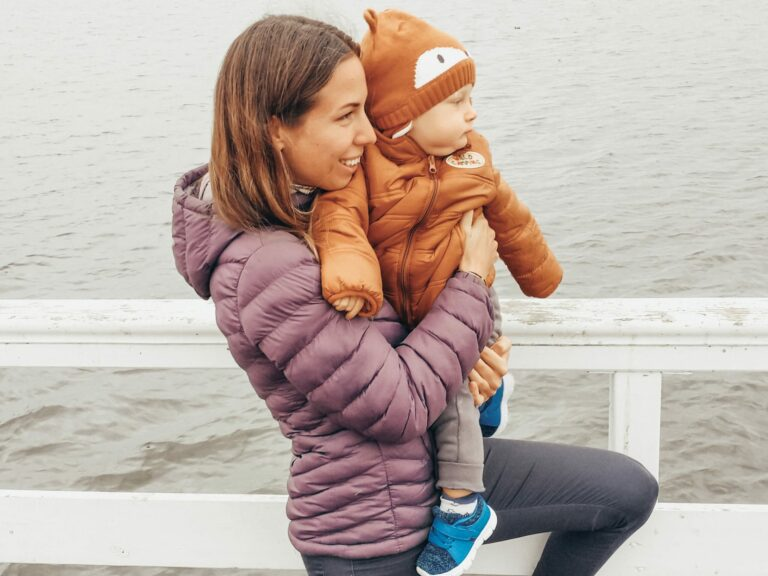 Ból kręgosłupa u młodej mamy przy noszeniu dziecka - jak się go pozbyć?